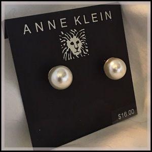 NWT Anne Klein Pearl Stud Earrings